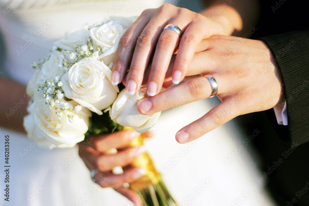 Fototapety, obrazy: Wedding rings and hands