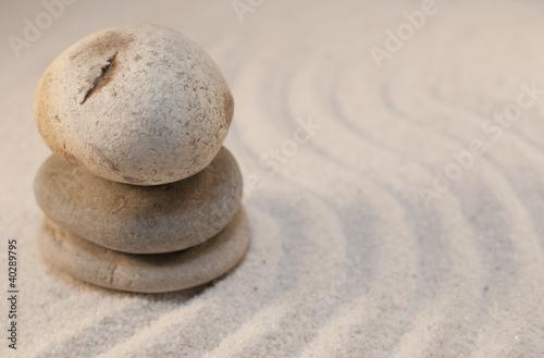 Photo sur Plexiglas Zen pierres a sable galet dans les dunes de sable fin