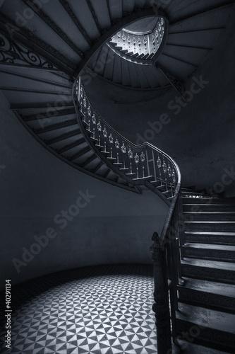 Foto op Plexiglas Trappen Mroczne schody