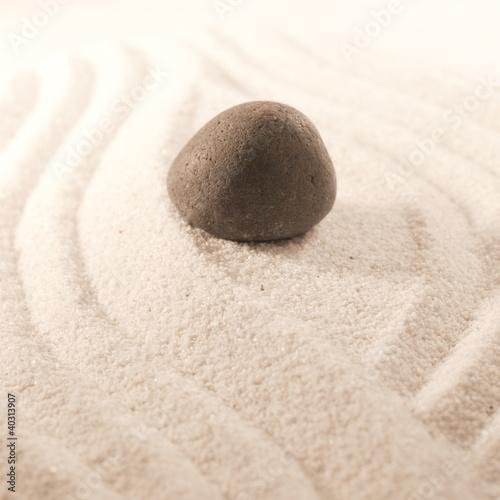 Photo sur Plexiglas Zen pierres a sable pierre dans le sable