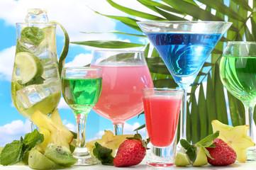 FototapetaGlasses of cocktails on table on blue sky background