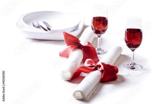 Fototapeta Nakrycie stołowe z kieliszkami wina obraz