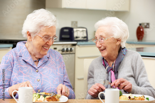 Fototapeta Senior women enjoying meal together at home obraz
