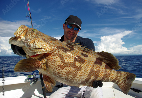 Poster Peche Happy fisherman holding a grouper