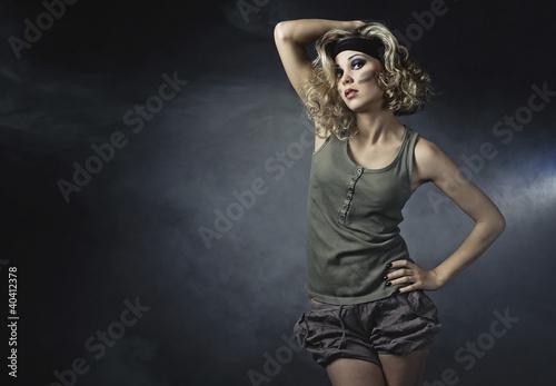 Obraz Militarna dziewczyna II - fototapety do salonu