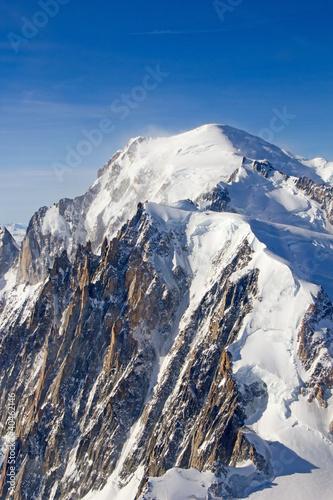 mont-blanc-widok-na-szczyt-gory