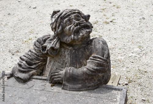 Valokuva  Elfish figure on tombstone