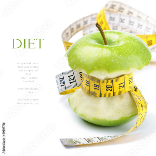 Fotografía  Green apple core and measuring tape. Diet concept