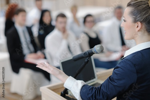 Fototapeta business woman giving presentation obraz