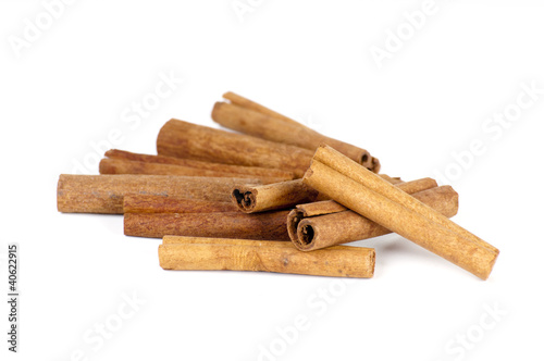 Fototapeta Cinnamon sticks isolated on white obraz