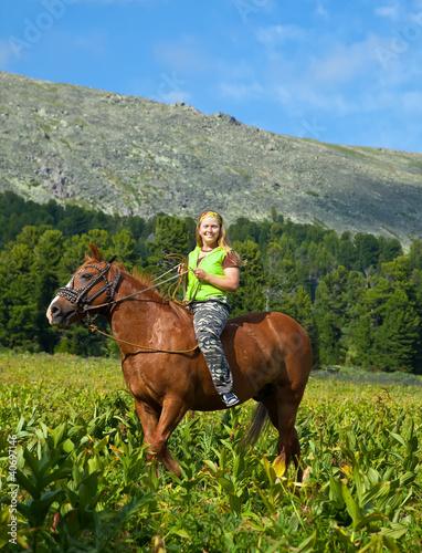 Photo Female rider riding a horse bareback