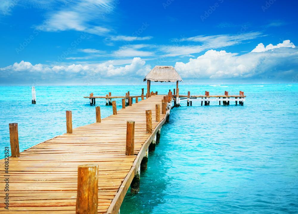 Fototapeta Vacation in Tropic Paradise. Jetty on Isla Mujeres, Mexico