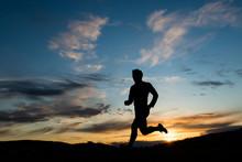 Silhouette Eines Läufers Am A...