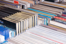 Libros Y Discos En Un Mercadillo De Venta De Segunda Mano
