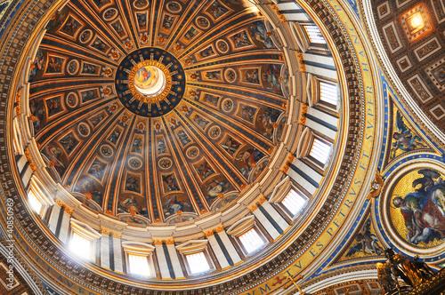 Photo San Pietro basilica interior