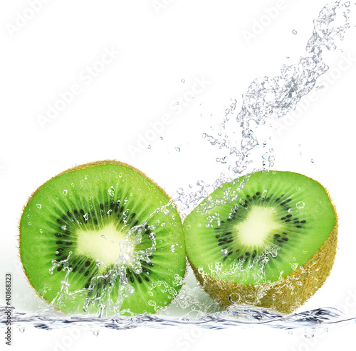 Fotobehang Opspattend water kiwi splash