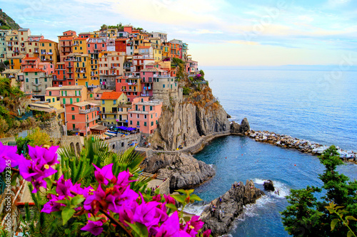 Tuinposter Blauwe hemel Cinque Terre coast of Italy with flowers