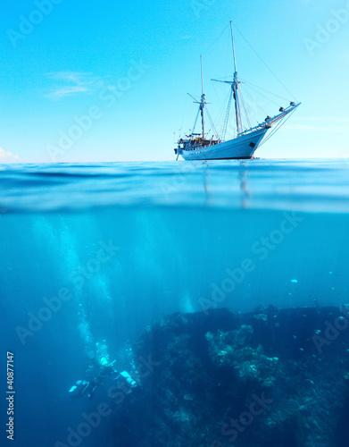 Valokuva  Divers on a shipwreck