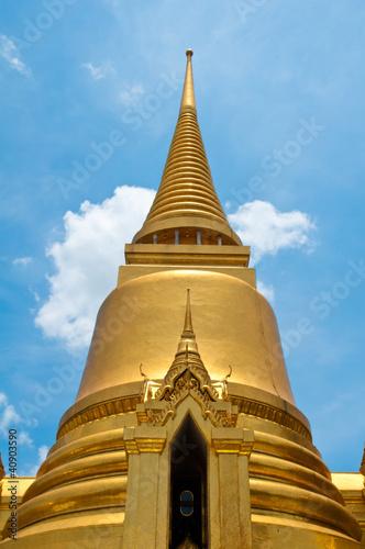 Photo  Golden Pagoda of Wat Phra Kaew temple