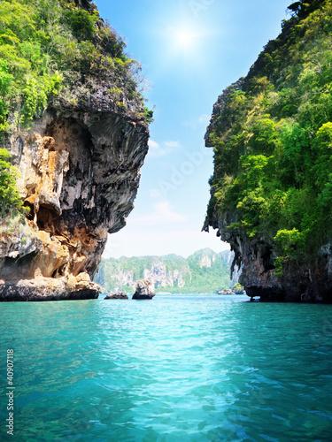 skaly-i-morze-w-krabi-tajlandia