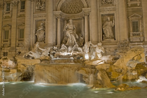 Fontana Di Trevi Di Notte Buy This Stock Photo And Explore