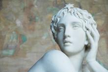 Statua  Femminile Del Camposanto A Pisa, Italia