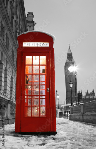 Fotobehang Rood, zwart, wit London Telephone Booth and Big Ben