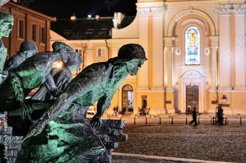 pomnik-powstania-warszawskiego-noca-1