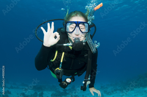 Printed kitchen splashbacks Diving scuba diver makes OK sign