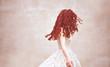 kobieta włosy rude modelka piękna sukienka fryzjer