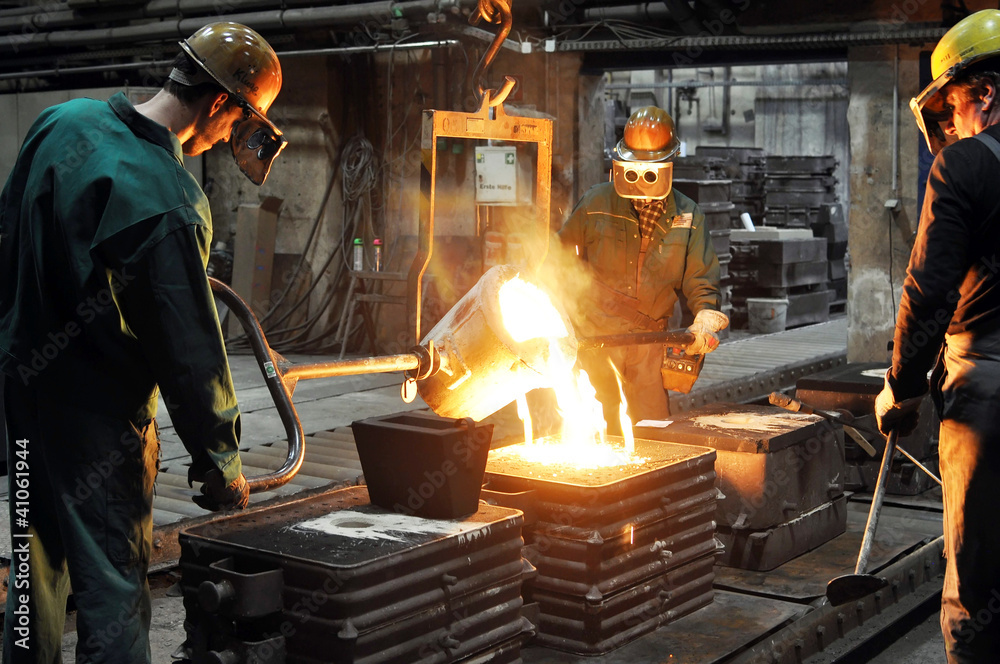 Fototapety, obrazy: Industriearbeiter Giesserei // foundry industry employees