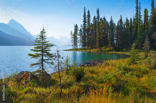 Fotografia  Nature landscape with mountain lake at dawn in Alberta, Canada