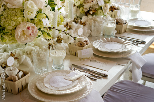 Foto op Aluminium Buffet, Bar White wedding Banquet Table With Milk & Doughnuts
