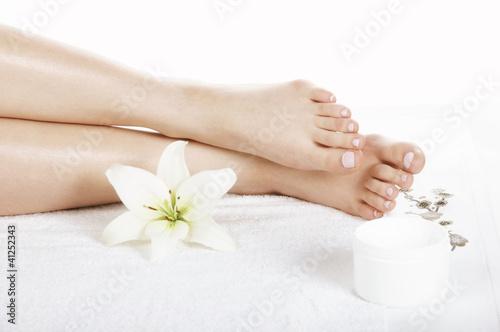 Fotografie, Obraz  damskie stopy w salonie spa