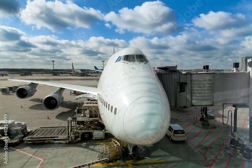 Fototapeta krajobraz   samoloty-na-lotnisku