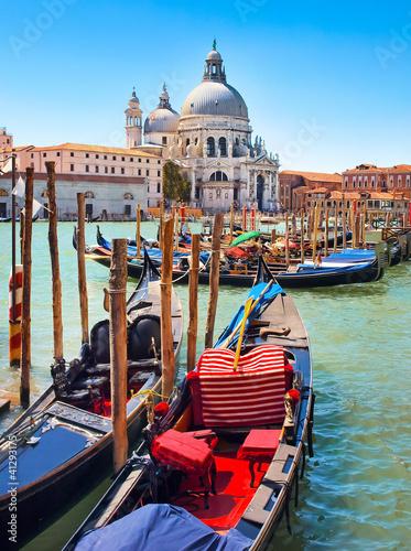 Foto op Plexiglas Venetie Gondolas with Santa Maria della Salute in Venice, Italy