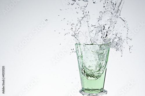 Poster Eclaboussures d eau Water splash in green drinking glass