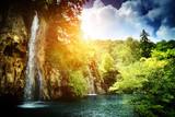 wodospad w głębokim lesie - 41322124