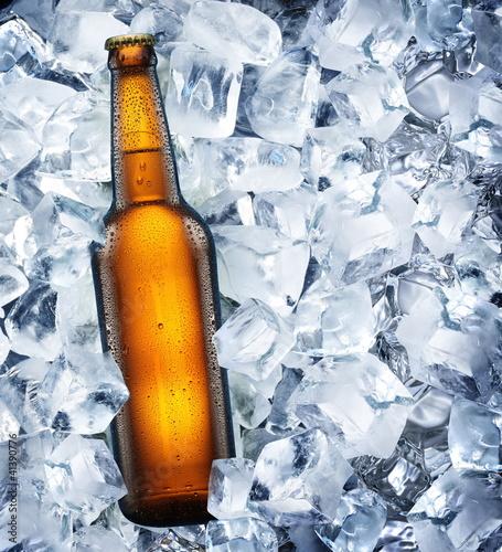 butelka-piwa-jest-w-lodzie