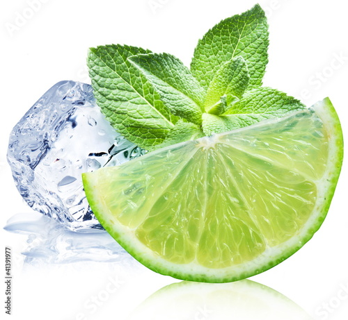 Staande foto In het ijs Lime, mint and ice cube
