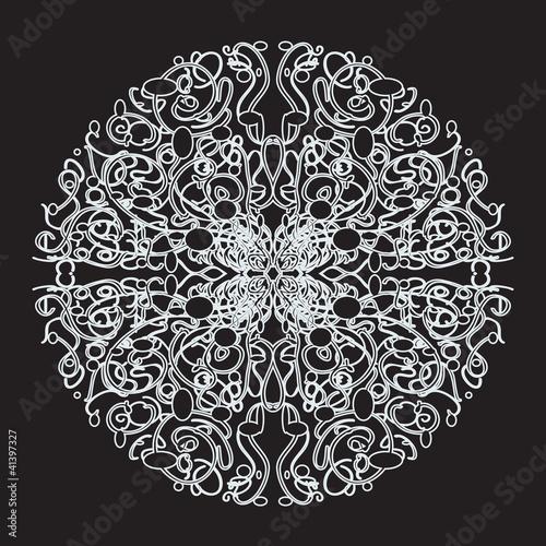 Белый кружевной узор на черном фоне - 41397327