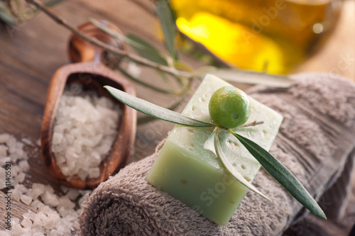 Plissee mit Motiv - Natural spa setting with olive oil.