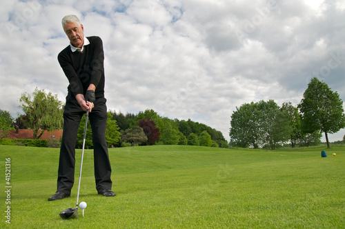 Fotografia Sportlicher Senior spielt Golf