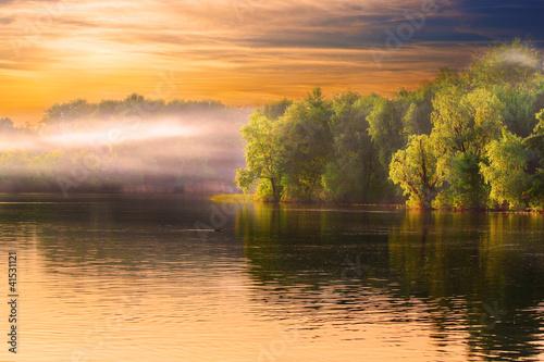 Fototapeta krajobraz mgla-na-rzece