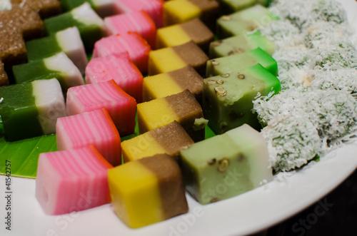 Fotografía  Malay colourful traditional dessert / kuih