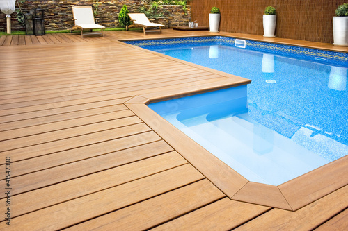 Fotografie, Obraz  Blue swimming pool with  wood flooring-Piscina madera