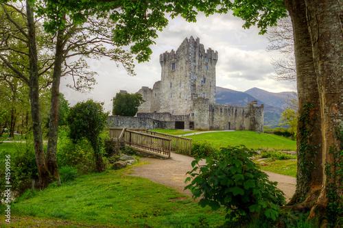 zamek-ross-na-terenie-parku-narodowego-killarney-irlandia