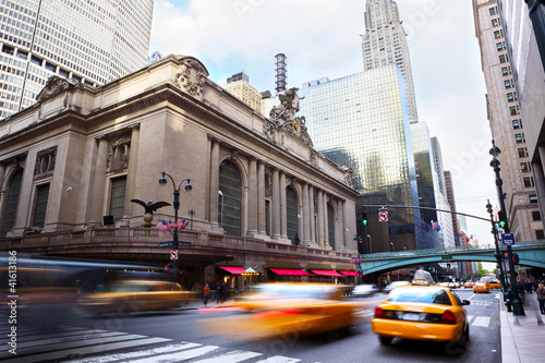 Photo sur Toile New York TAXI Grand Central Terminal with traffic, New York City