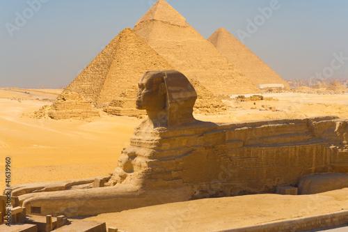 In de dag Egypte Sphinx Side View Pyramids Giza Composite