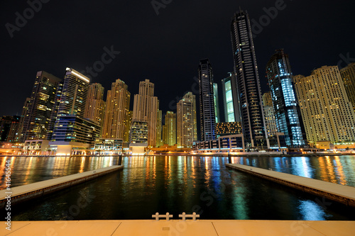 Photo  Dubai. Dubai Marina at night